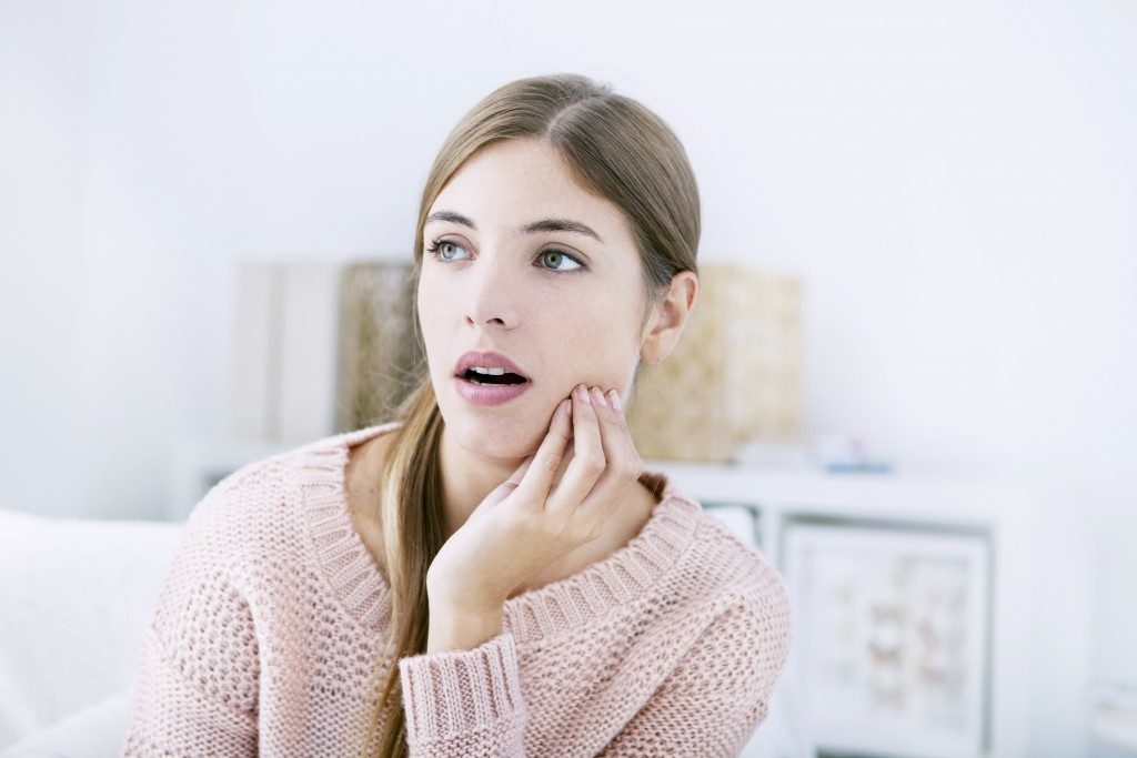 Woman suffering from misaligned jaw