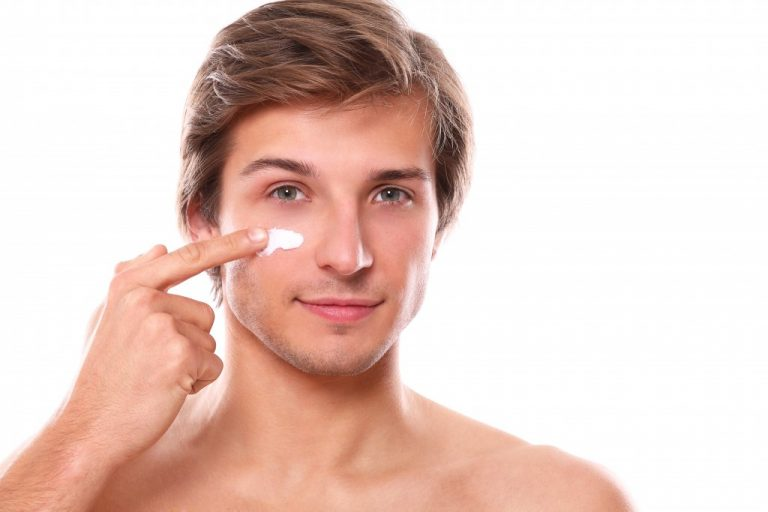 man applying moisturizer on his face