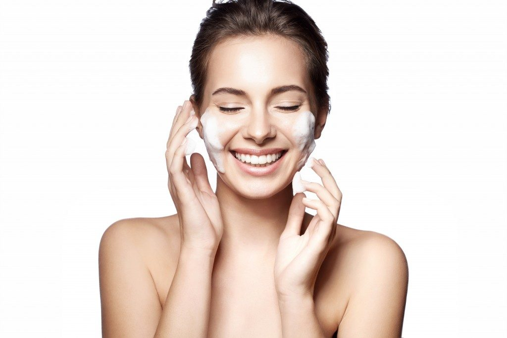 woman doing skincare