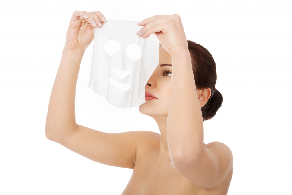 woman putting a face mask
